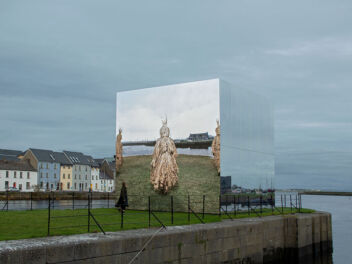 <p>John Gerrard's <em>Mirror Pavilion, Corn Work</em>. <br />Photo: Colm Hogan</p>