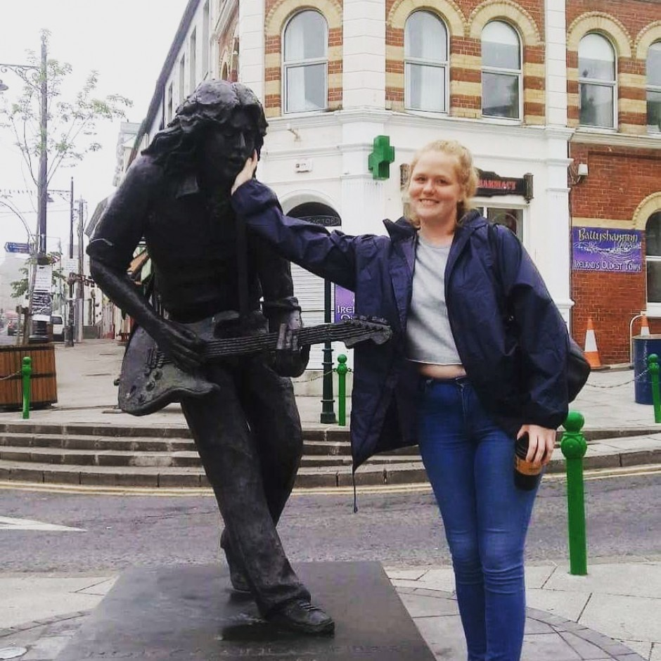 GIAF18 Volunteer Coordinator Anika Massman paid a visit to the Rory Gallagher statue in Ballyshannon, Co. Donegal.