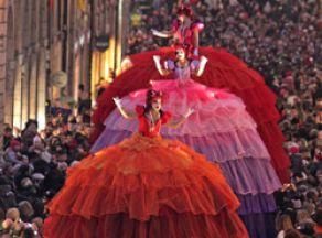 The Giant Divas & Les Tambours
